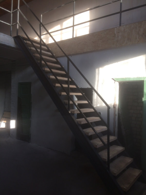Metāla kāpnes un margas